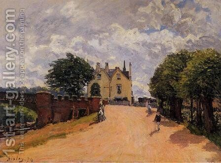 Inn at East Molesey with Hampton Court Bridge by Alfred Sisley - Reproduction Oil Painting