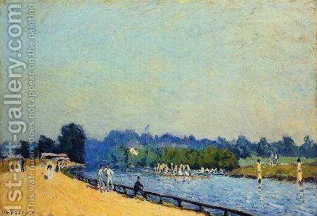 Road from Hampton Court by Alfred Sisley - Reproduction Oil Painting