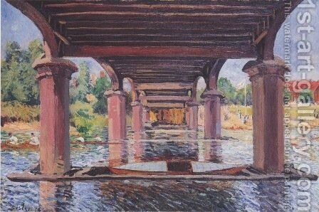 Under The Bridge At Hampton Court by Alfred Sisley - Reproduction Oil Painting